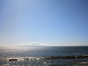 大川から見た伊豆大島朝景